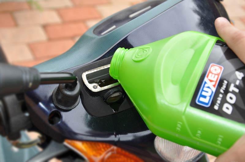 Замена жидкостей в автомобиле. Тормозная жидкость.