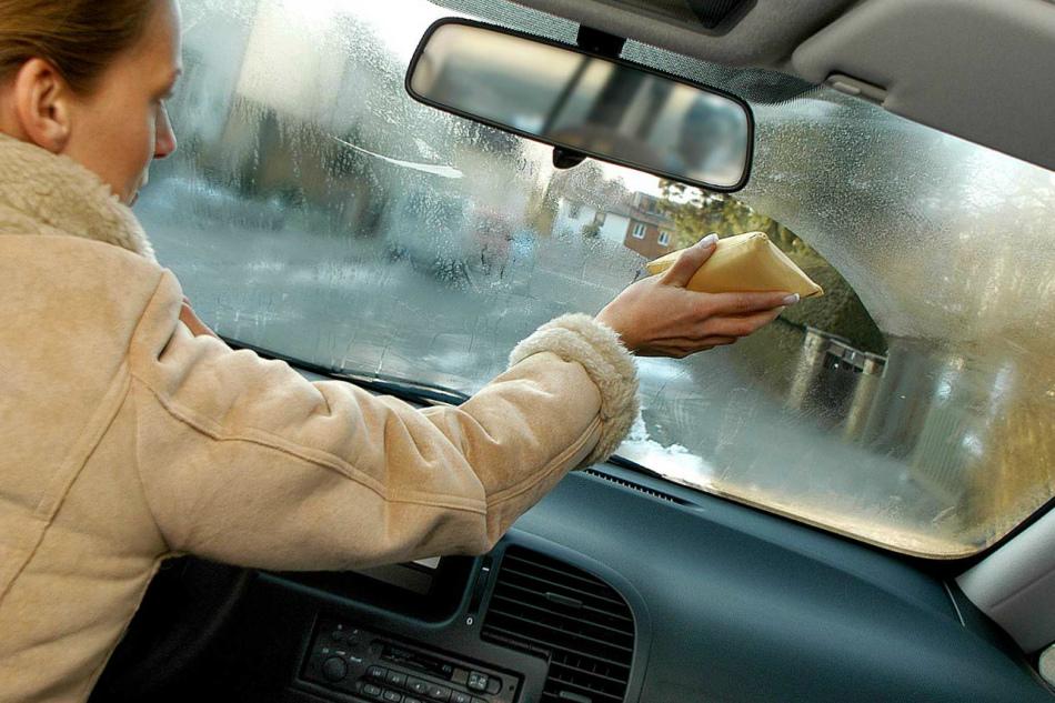 Почему потеют стекла в машине изнутри